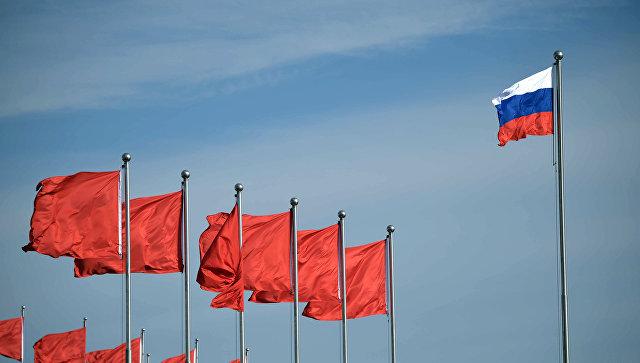 Флаги Китая и России. Архивное фото.