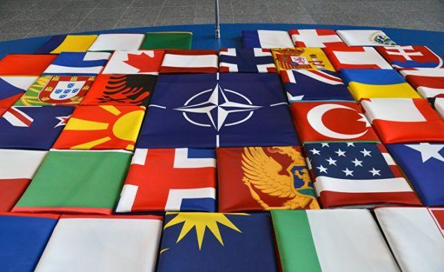 Флаги саммита стран-участниц НАТО