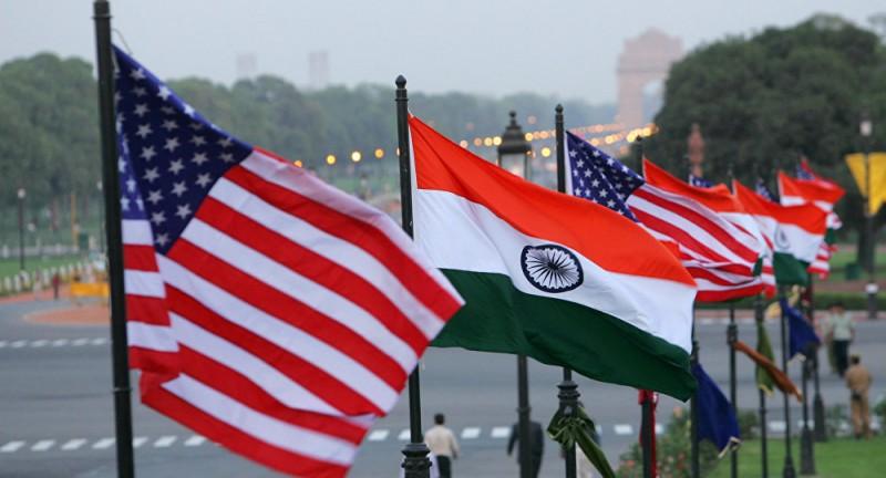 Флаги США и Индии.
