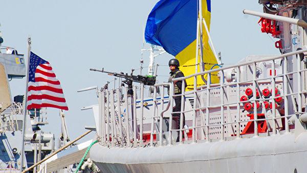 """Флагман ВМС Украины — сторожевой корабль проекта 1135 """"Гетман Сагайдачный"""" и ракетный эсминец ВМС США """"Дональд Кук"""""""