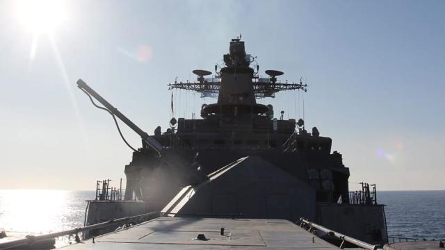 Фрегат «Маршал Шапошников» во время испытаний в Японском море, декабрь 2020 года