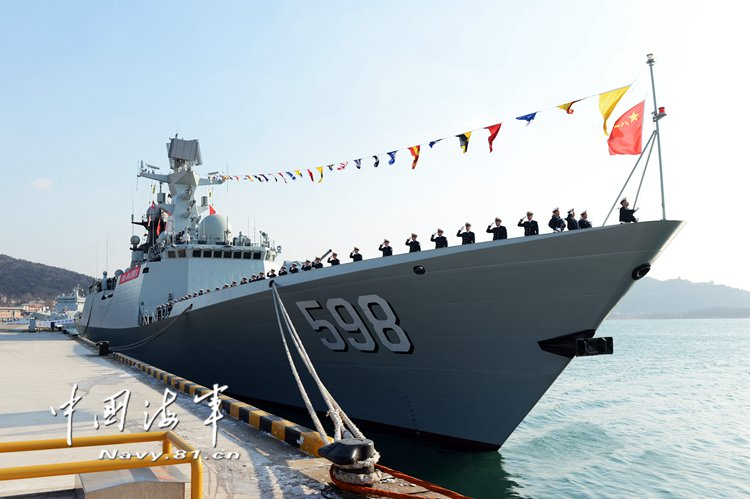 26-й по счету переданнный ВМС НОАК фрегат Rizhao проекта 054А (бортовой номер 598), январь 2018 года.