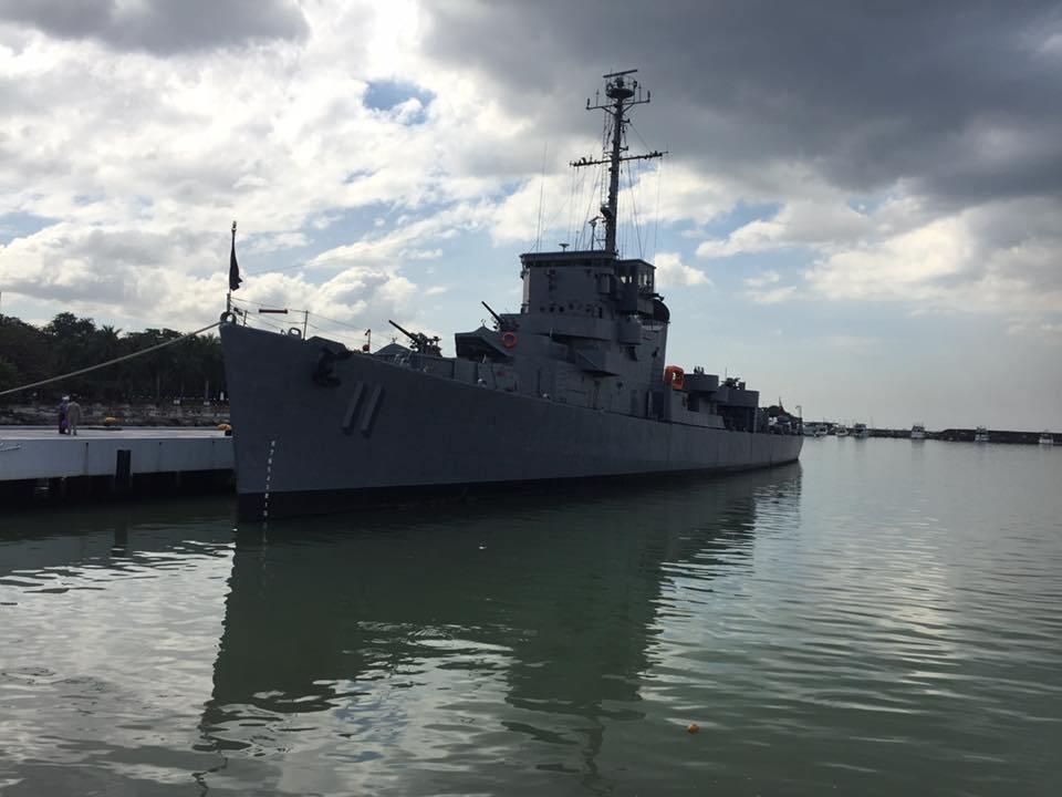 Фрегат ВМС Филиппин PS 11 Rajah Humabon (бывший американский эскортный миноносец DE 169 Atherton постройки 1943 года) незадолго до списания. Манила, 20.11.2017.
