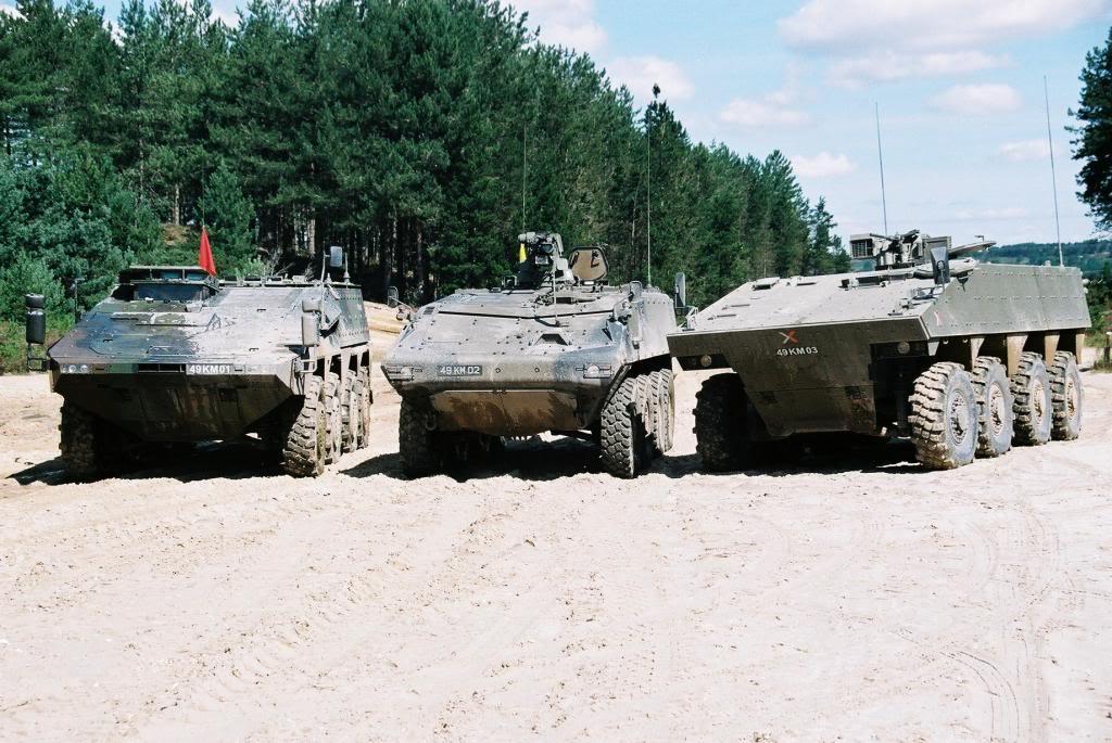 Участники конкурса по британской программе FRES UV  (приостановленной в конце 2008 года) во время совместных испытаний в 2007 году в Бовингтоне - слева направо: ARTEC GTK Boxer, General Dynamics Piranha V и Nexter Systems VBCI.