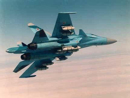 Фронтовой бомбардировщик Су-34 с подвешенными одновременно десятью имитационными авиационными бомбами (ИАБ)