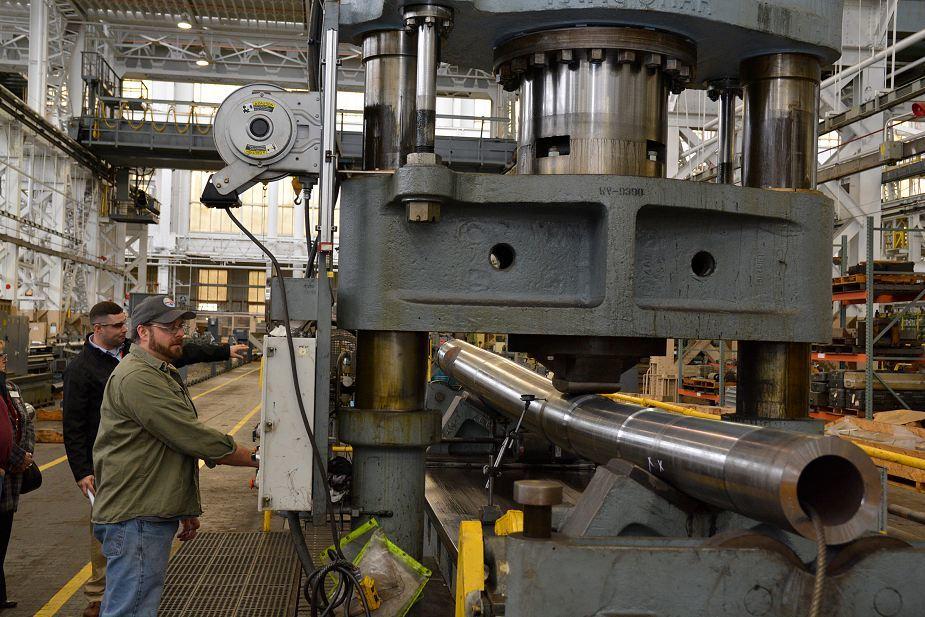 Производство стволов для гаубиц M777 на заводе Watervliet Arsenal.