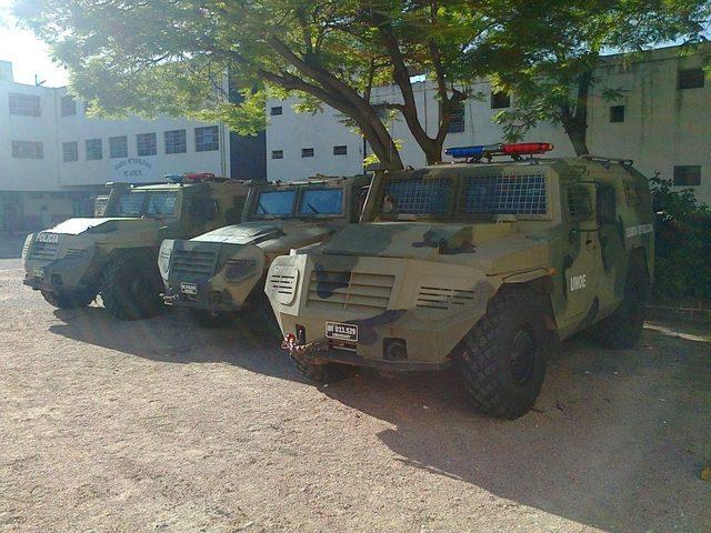 """Три полученные  в 2011 году Национальной Республиканской гвардией Уругвая специальные бронированные машины ГАЗ-233036 СПМ-2 """"Тигр"""". Снимок 2014 года"""