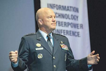 Генерал Джон Реймонд. Фото с сайта www.dvidshub.net