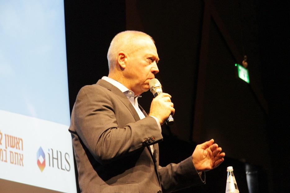 Генерал-майор запаса Йоав Галант (Yoav Gallant), являвшийся с октября 2005 года по октябрь 2010 года командующим Южным военным округом Армии обороны Израиля с приветственным словом на открытии выставки и конференции по беспилотным и роботизированным системам AUS&R-2017. Ришон ле-Цион (Израиль), 18.09.2017.