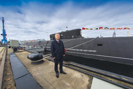 Генеральный директор ЦКБ «Рубин» Игорь Вильнит у новейшей подводной лодки «Борей-А». Фото Олега Кулешова