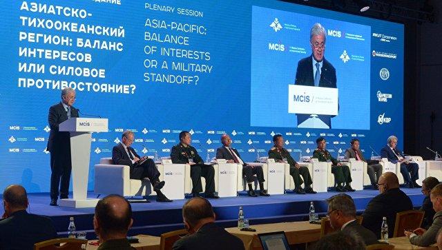 Генеральный секретарь ШОС Рашид Алимов (слева) на Московской конференции по международной безопасности.