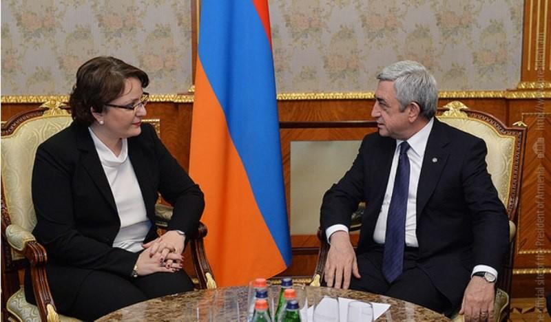 Президент Армении Серж Саргсян и министр обороны Грузии Тинатин Хидашели.