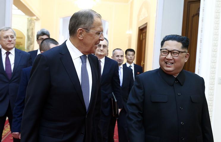 Глава МИД РФ Сергей Лавров и лидер КНДР Ким Чен Ын.