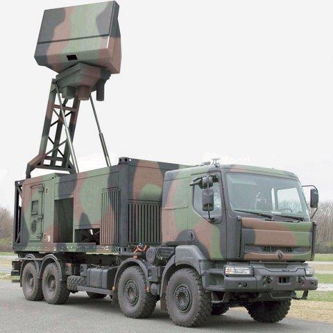Трехкоординатная мобильная РЛС обнаружения воздушных целей ThalesRaytheonSystems Ground Master 200 (GM200).
