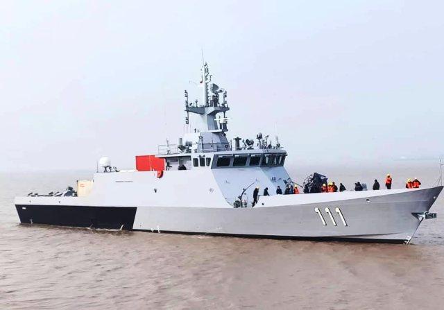 """Головной построенный китайской судостроительной компанией Wuchang Shipbuilding Industry Group Co.,Ltd. для ВМС Малайзии патрульный корабль Keris (бортовой номер """"111"""") проекта LMS68 в рамках программы Littoral Mission Ship (LMS) на этапе испытаний, 2019 г"""