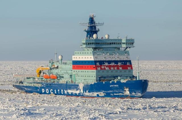 """Головной универсальный атомный ледокол """"Арктика"""" проекта 22220 (ЛК-60Я) в Арктике"""