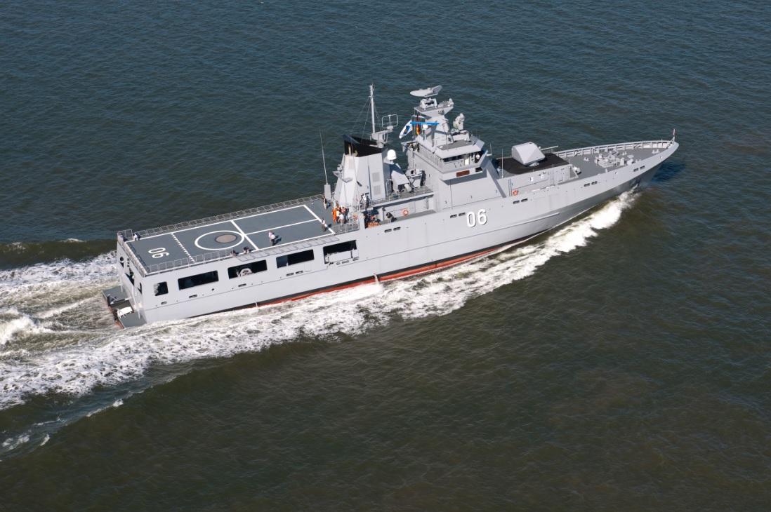 Головной построенный германской компанией Fr. Lürssen Werft GmbH & Co. KG для ВМС Брунея патрульный корабль Darussalam проекта PV80. Модифицированный вариант этого проекта выбран для постройки 12 патрульных кораблей по программе OPV для ВМС Австралии.
