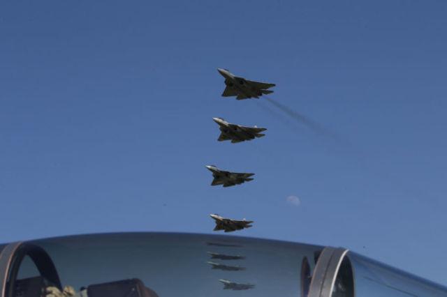 Государственные испытания истребителя пятого поколения Су-57 должны завершиться к концу года.