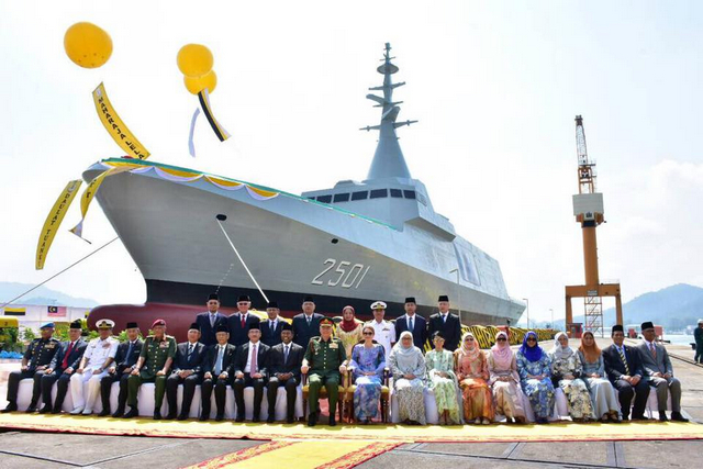 Спуск на воду на малайзийском судостроительном предприятии Boustead Heavy Industries Corporation Berhad (BHIC) Lumut Shipyard головного строящегося для ВМС Малайзии корвета (фрегата) Maharaja Lela французского проекта Gowind 2500. Лумут (Малайзия), 24.08.2017.