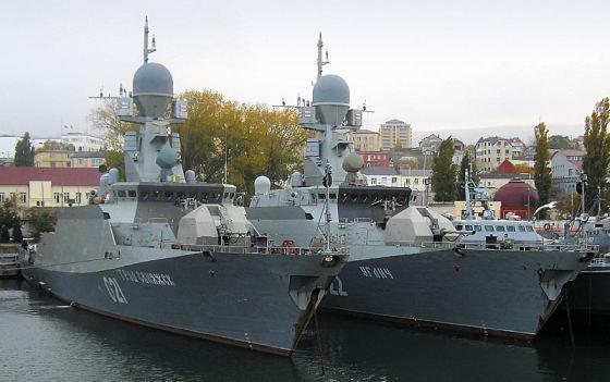 """два корабля проекта 21631 """"Град Свияжск"""" и """"Углич"""""""