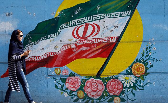 Граффити с изображением флага Ирана в Тегеране.