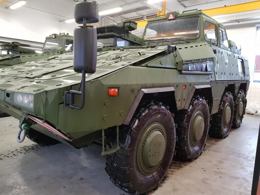 Первые два полученные вооруженными силами Литвы колесных бронетранспортера германского производства GTK Boxer (Vilkas) в учебном варианте. 15.12.2017.