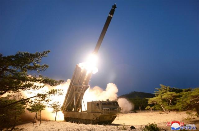 Гусеничная северокорейская сверхкрупная РСЗО