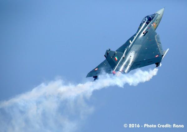 Индийский легкий истребитель HAL Tejas.