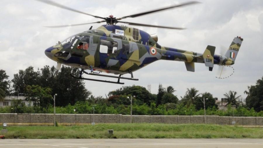 Первый опытный образец Р1 индийского легкого вертолета HAL LUH (регистрационный номер ZG4620) в первом полете. Бангалор, 06.09.2016.