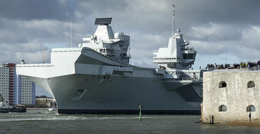Британский авианосец HMS Queen Elizabeth.