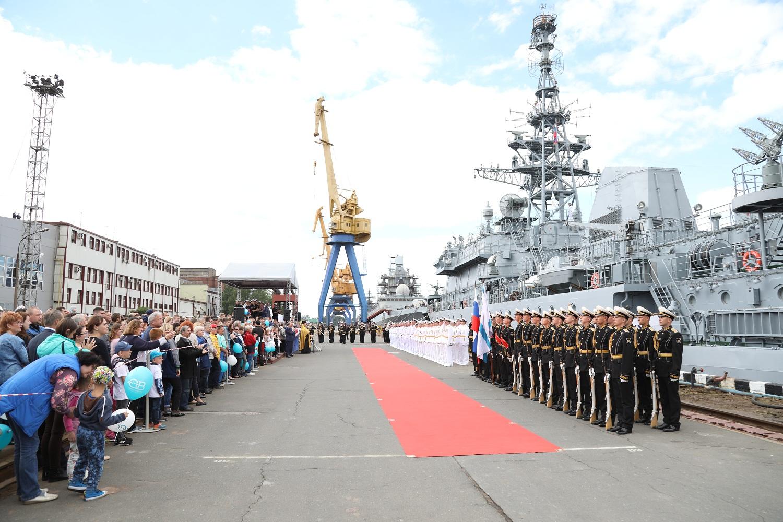 Церемония подъема Военно-Морского флага на судне связи «Иван Хурс» проекта 18280 состоялась на Северной верфи.