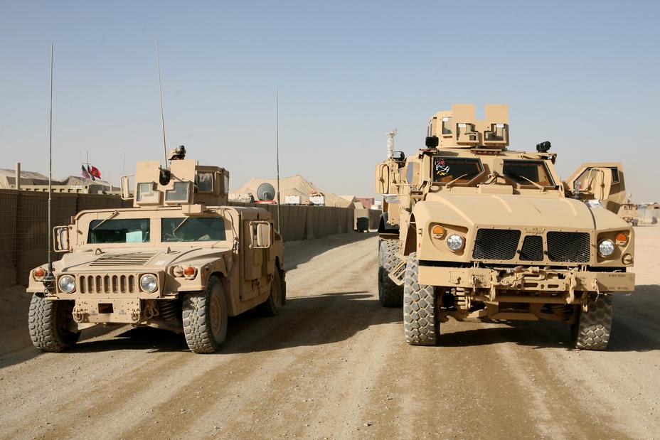 Humvee и Oshkosh L-ATV.