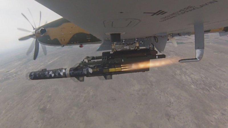 Пуск ракеты L-UMTAS с борта штурмовика Hurkus.
