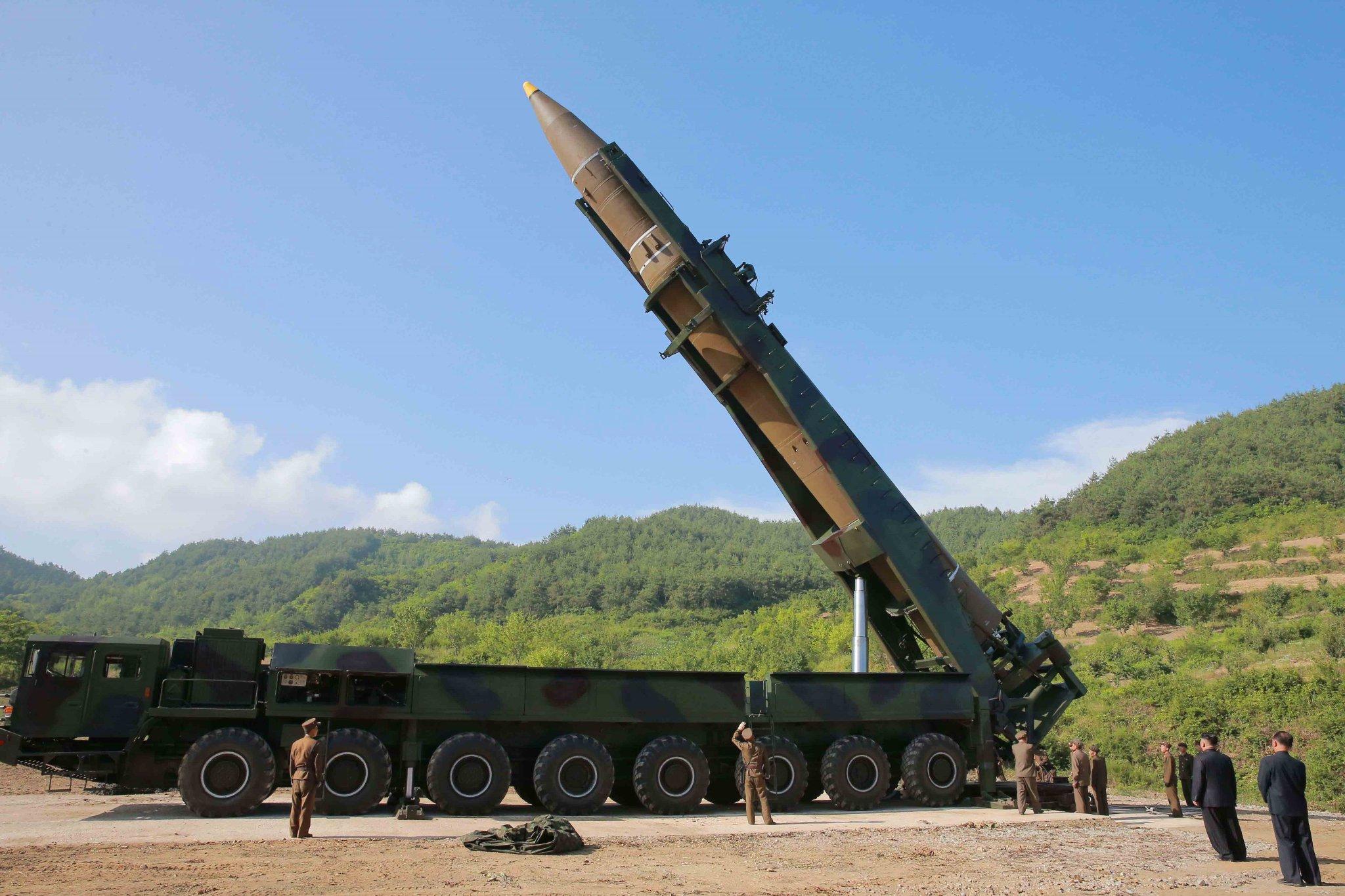 """Северокорейская МБР """"Хвасон-14""""."""
