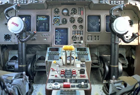 Кабина самолета Ил-114