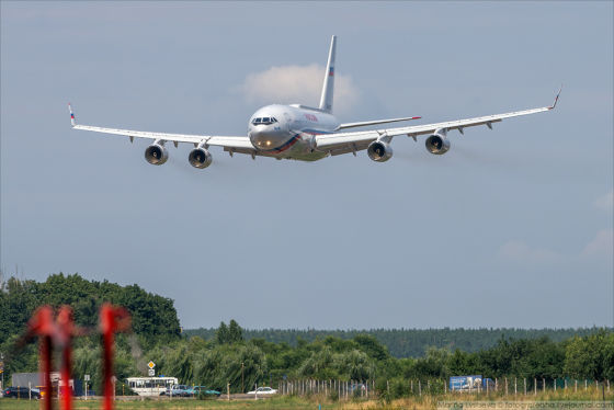 Самолет Ил-96-300