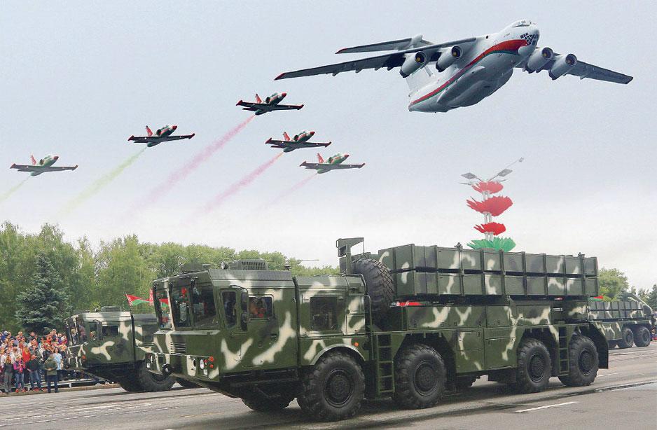 """Ил-76МД, L-39 и РСЗО """"Полонез""""."""