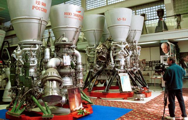 Двигатели  РД-180