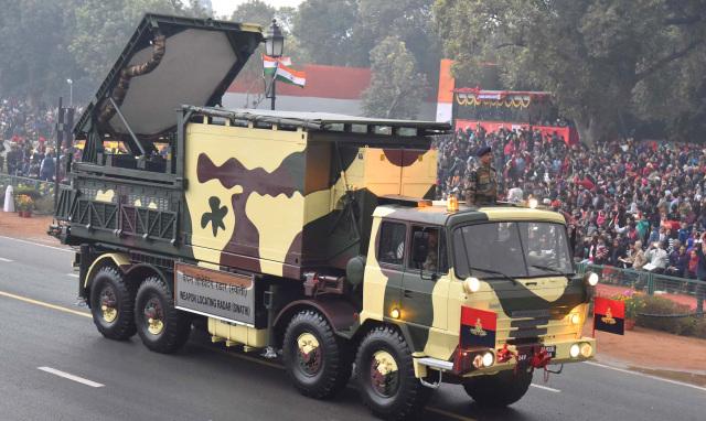 Индийская наземная радиолокационная станция обнаружения артиллерийских позиций Swathi Weapon Locating Radar (WLR) на военном параде в честь Дня Республики в Нью-Дели, 25.01.2017