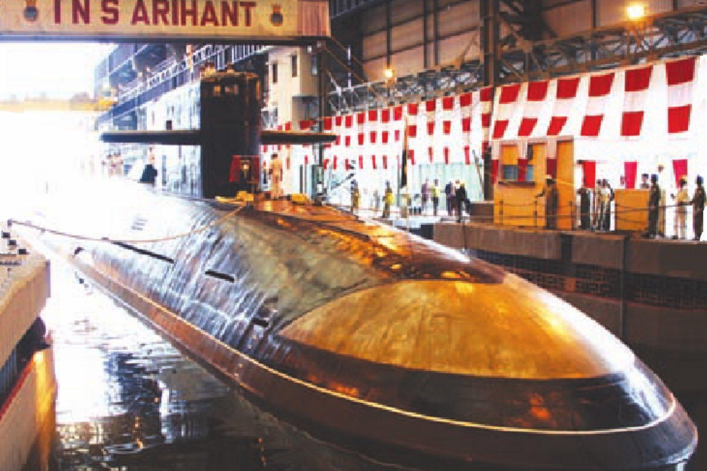 Индийская атомная подводная лодка с баллистическими ракетами  INS Arihant.