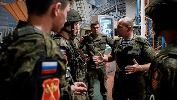 Инструктаж российской команды по прохождению полосы препятствий в рамках международного этапа Страж порядка
