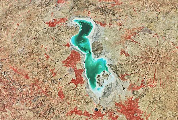 озеро Урмия в Иране.