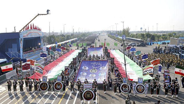 Иранская армия во время парада в День национальной армии перед мавзолеем аятоллы Хомейни недалеко от Тегерана. 18 апреля 2018.