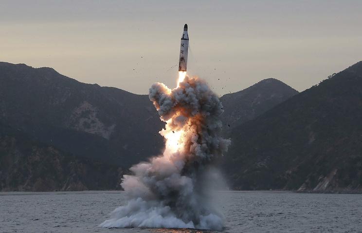 Испытание баллистической ракеты в Северной Корее.