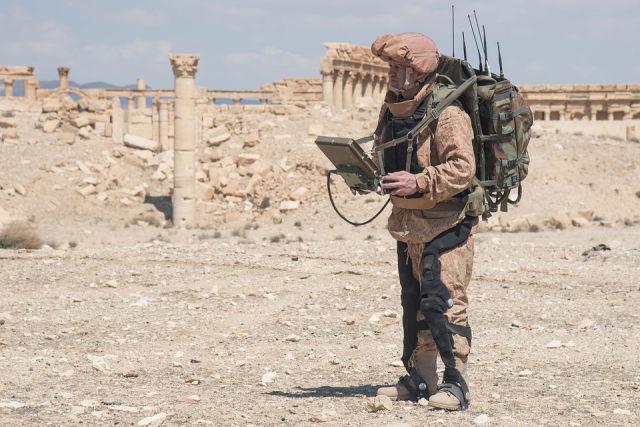Испытания экзоскелета в Сирии