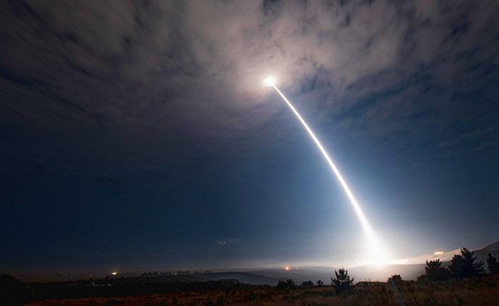 Испытания межконтинентальной баллистической ракеты Minuteman III.