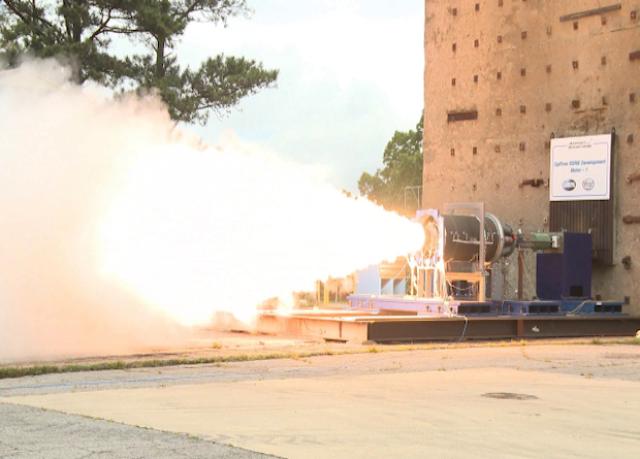 Испытание твердотопливного двигателя для носителя гиперзвукового планера.
