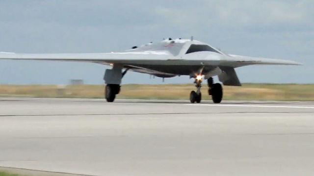 """Испытания боевого беспилотного авиационного комплекса """"Охотник"""""""