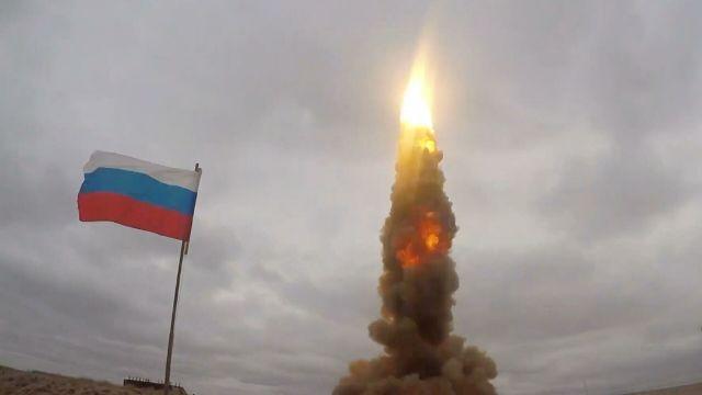 Испытательный пуск новой ракеты системы противоракетной обороны на полигоне Сары-Шаган в Казахстане. Стоп-кадр видео