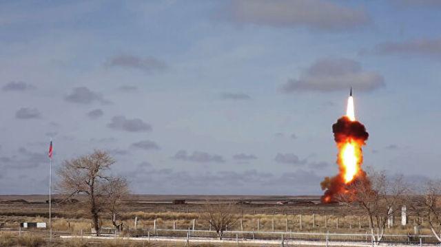 Испытательный пуск новой модернизированной ракеты российской системы ПРО на полигоне Сары-Шаган. Стоп-кадр с видео, опубликованного Министерством обор